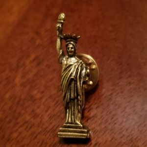 Jewelry - Statue of Liberty Pin